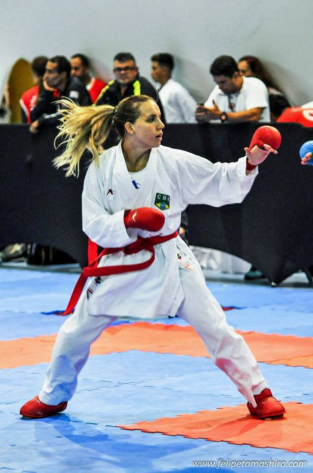 Maike é bronze no Open Internacional Dores de karate